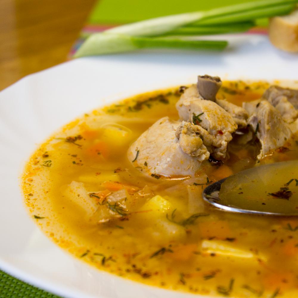 Нам понадобится набор продуктов из шести крылышек, трех-четырех картофелин, блюда из курицы блюда из картошки чесночный суп блюда из перца тимьян.