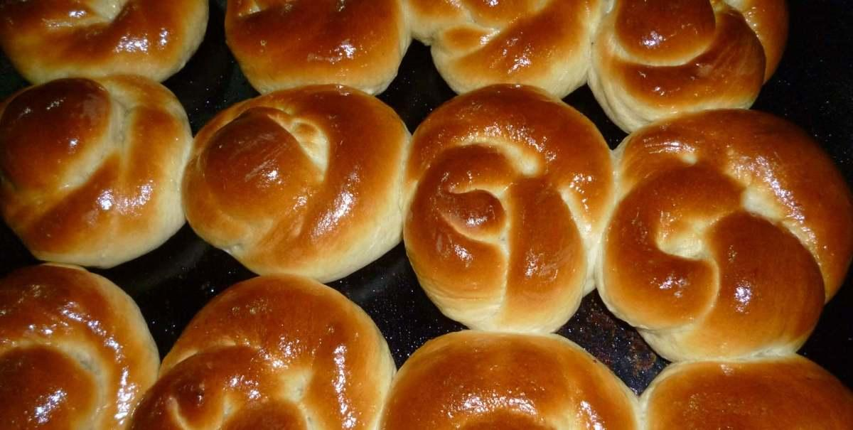 булочки с изюмом из дрожжевого теста рецепт с фото пошагово в духовке