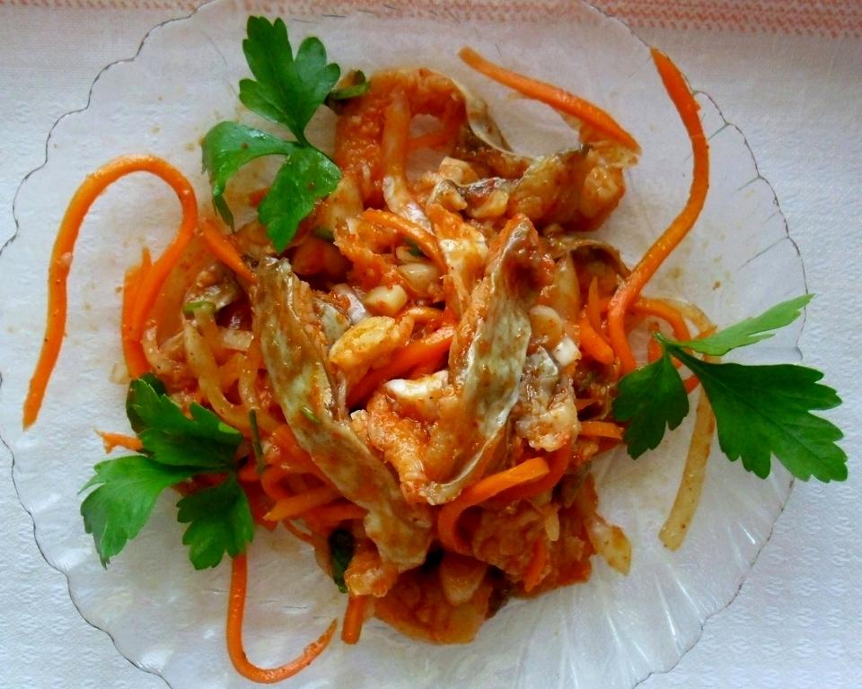 На рынках, где продают корейские салаты, хе из рыбы один из самых дорогих.